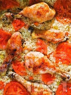 Печени пилешки бутчета с ориз, домати и зеленчуци на фурна - снимка на рецептата
